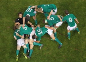 One of our favourite images of the Kidney era. Keith Earls [somewhere near the bottom] is the tackled ball carrier, and Conrad Smith is the only New Zealand player in the picture. He probably went in for the jackal, and Brian O'Driscoll has come in as the first man and knocked him down and out of the game [under the Mole marking scheme, probably classed as 'decisive', earning 4 its]; Jamie Heaslip is the second man in and acts as 'guard' [2pts]; everyone else just gets marked present [1pt].